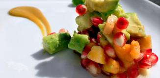 Insalata di papaya, melograno, avocado e topinambur